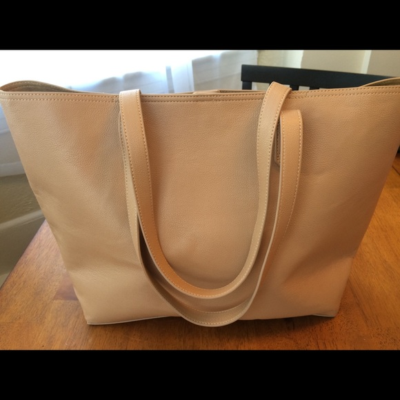 Old Navy Faux-Leather Tote bag for Women. M 5aa5b1c7b7f72b396ff0c9e1 3f33ed1845